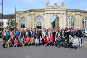 Gruppenbild in Corbie vor der Porte d'Honneur